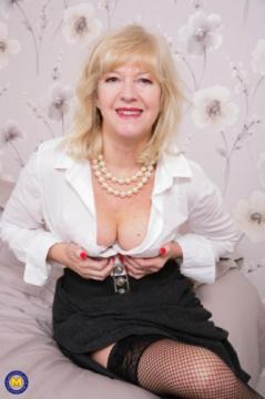 Emily Jane EU 62 - British housewife Emily Jane fingering herself (2018) FullHD 1080p