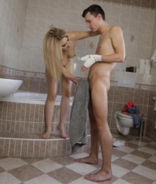Dayna Ice - Blonde MILF bathroom sex and squirt (2018) HD 720p